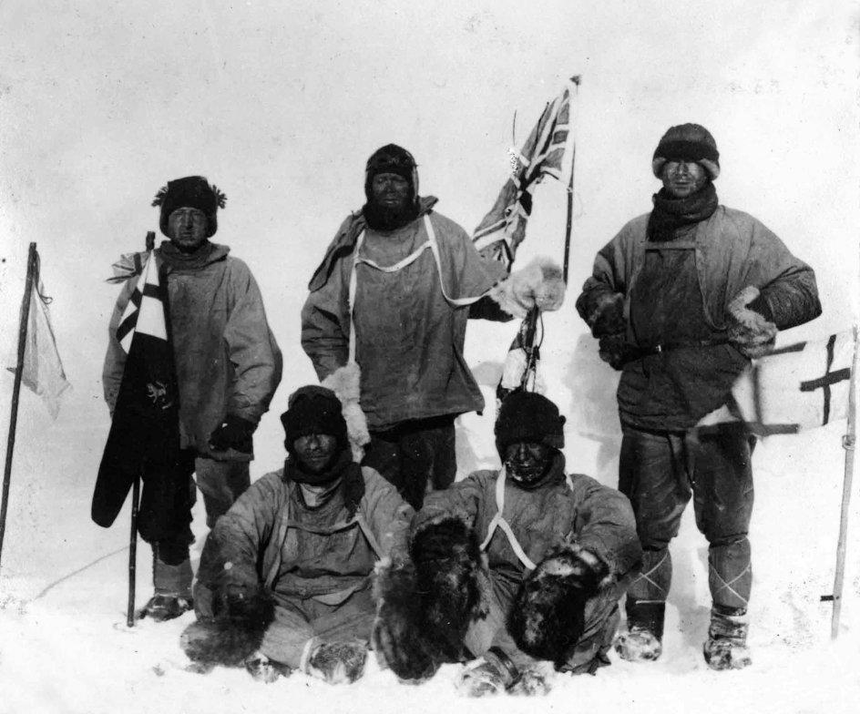 Her ses Robert Falcon Scotts ekspeditionshold på Sydpolen i januar 1912, kort før de led døden.