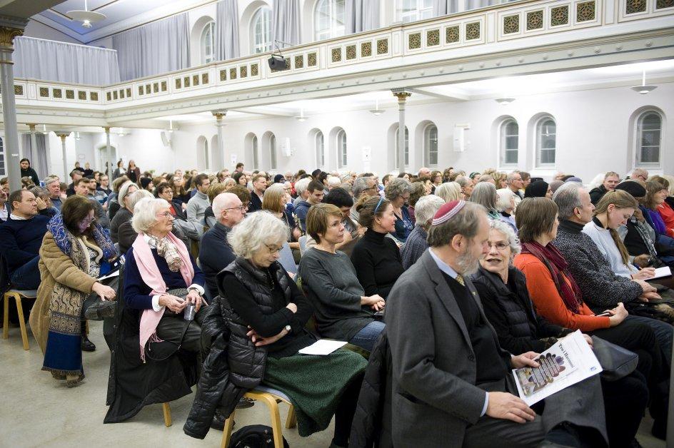 """""""En rabbiner,en imam og en præst kommer ind i et rum"""" Debataften i Bethesda med imam Abdul Wahid Pedersen,domprovst Anders Gadegaard og rabbiner Michael Melchior."""