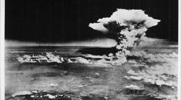 Fotoet er taget af det amerikanske militær umiddelbart efter eksplosionen den 6. august 1945. Over 140.000 mennesker døde i Hiroshima.