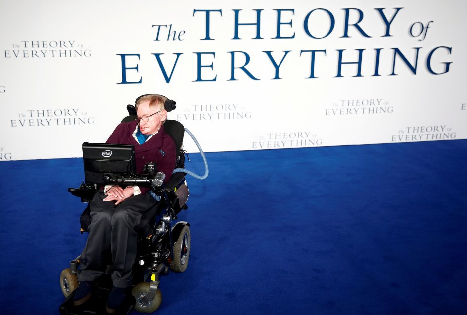 """FILE PHOTO: Stephen Hawking arrives at the UK premiere of the film """"The Theory of Everything"""" which is based around his life, at a cinema in central London, Britain, December 9, 2014. REUTERS/Andrew Winning/File Photo"""