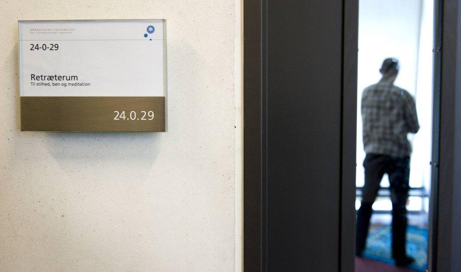 """""""Nogle vil sige, at forbud mod bøn på skoler er at beskytte åndsfriheden. Det synes jeg er en misforstået og mager form for åndsfrihed,"""" siger Michael Agerbo Mørch. De seneste år har politikere blandt andet drøftet forbud mod bederum på folkeskoler, gymnasier og uddannelsesinstitutioner. På billedet ses Københavns Universitets rum til stilhed, bøn og meditation. –"""