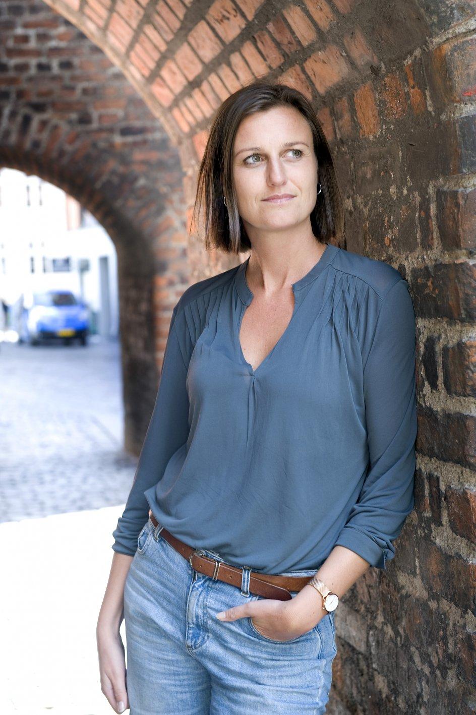 Helga Flatland,norsk forfatter fotograferet i København.