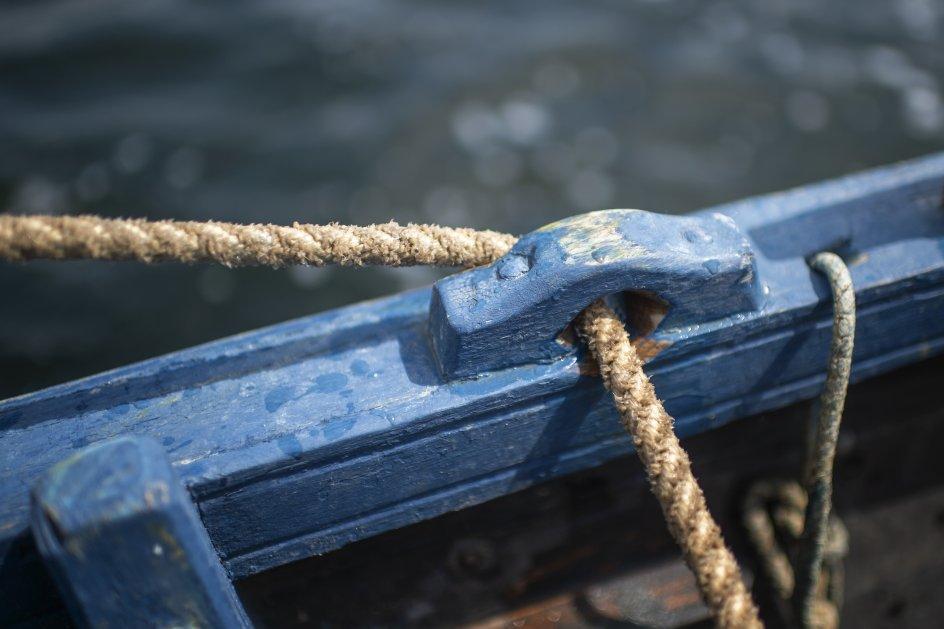 """Nutidens vikingesejlads foregår i den færøske båd """"Gejrfuglen"""". –"""