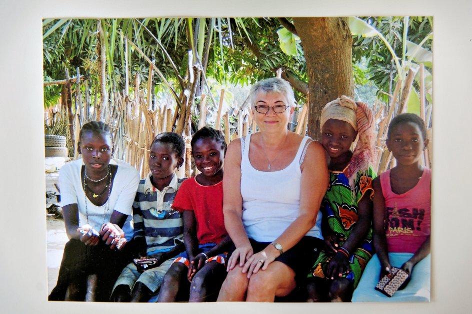 Eva Naur på et af mange besøg i Gambia.