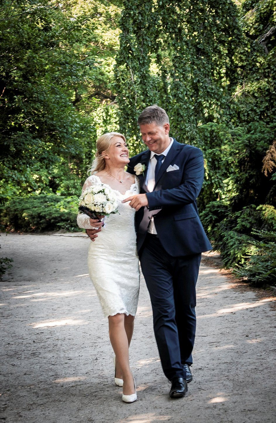 Når fire par bliver gift ved første blik i DR's populære tv-program, holder de færreste af ægte- skaberne. Her ses Eva Lundberg og Carsten Jensen, der på bryllupsdagen var lykkelige, men kort efter kom i problemer i deres nye parforhold. –