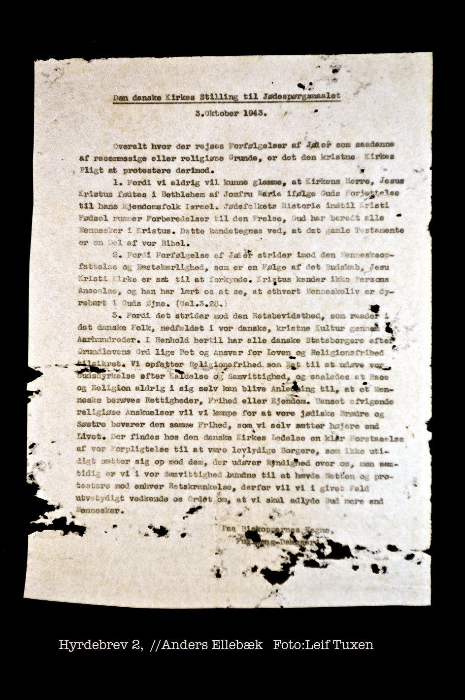 (DET HISTORISKE HYRDEBREV - BRINGES IKKE NØDVENDIGVIS I HEL STØRRELSE ELLER I LÆSBAR STØRRELSE) I efteråret 1943 udsendte Københavns Biskop Hans Fuglsang-Damgaard på biskoppernes vegne et hyrdebrev som protest mod jødernes planlagte aktion mod de danske jøder. Foto af gennemslagskopi - Leif Tuxen