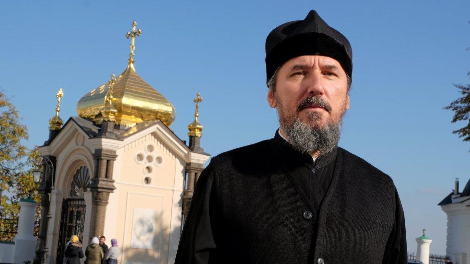 """""""Vi frygter, at den ukrainske kirke tager vores kirker med vold,"""" siger den 50-årige ortodokse præst Vladyslav Sofijtstjuk fra Huleklostret i Kijev, som tilhører Moskva-patriarkatet."""