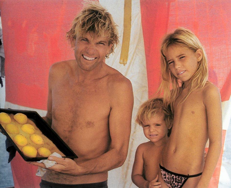 """Gurli Marie fejrede sin ni års fødselsdag den 18. januar 1989 om bord på """"Nordkaperen"""" og blev vækket med kakao og boller. Hendes far satte det store dannebrogsflag i stortoppen. Det var et flag, han kun brugte, når der virkelig skulle være fest. –"""