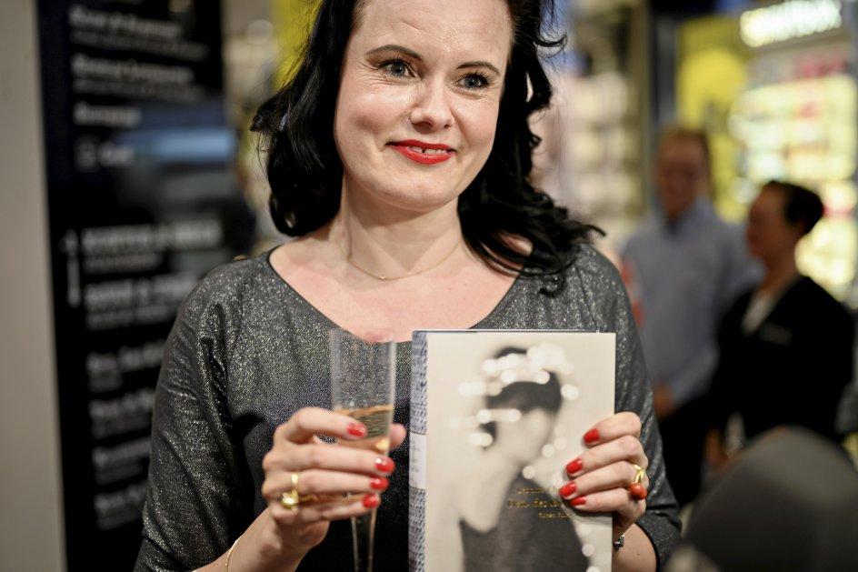 Forfatter Leonora Christina Skov blev tildelt prisen De Gyldne Laurbær. Selvom bogen er auto-fiktion, må man håbe, at det er sandt, at moderen var følelseskold. Ellers er der tale om justitsmord, skrev Kristeligt Dagblads lederskribent. –