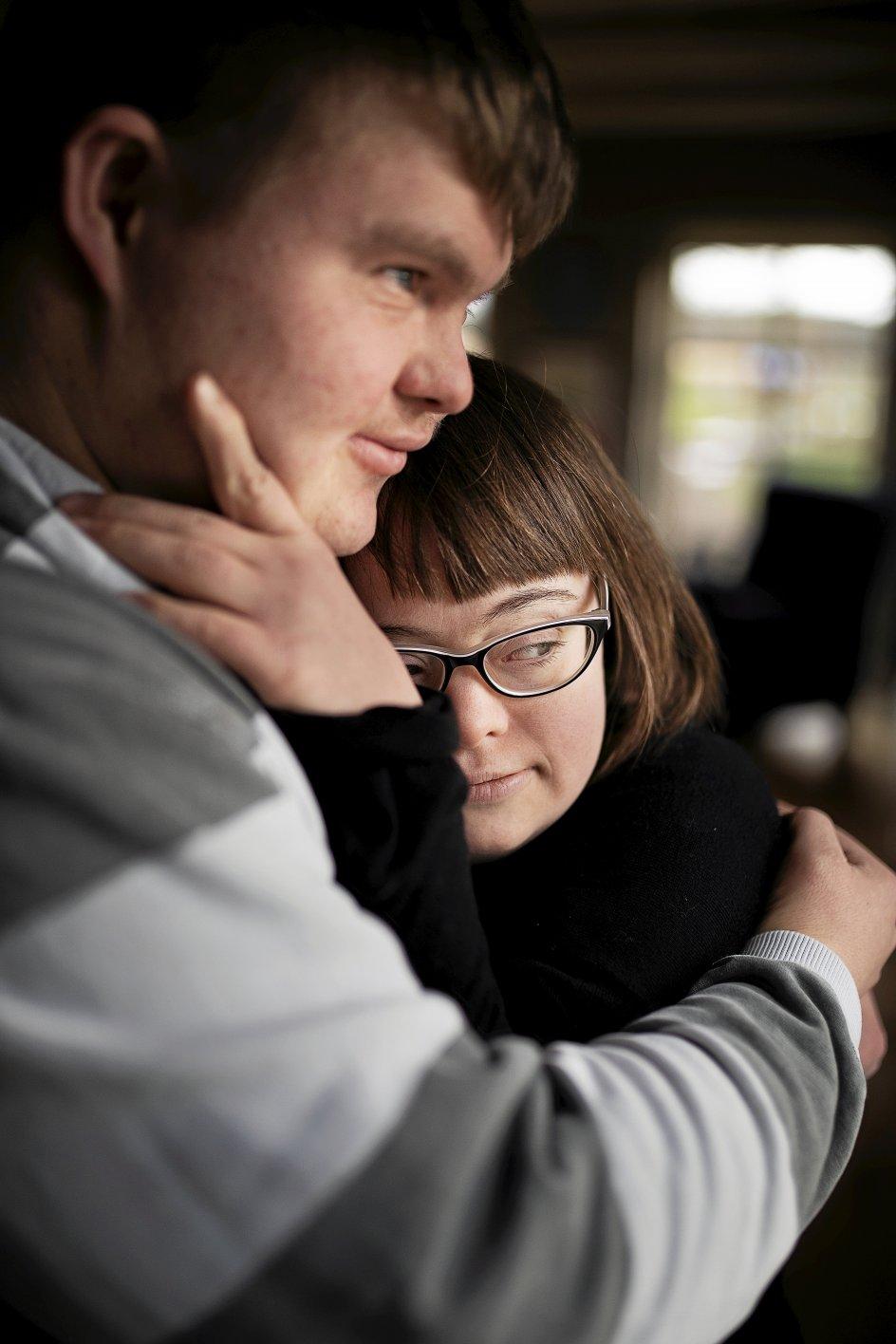 """Filmen """"Et ægte par"""" af Emil Langballe handler om ægteskabet mellem Sidsel Boel Kruse og Christian Larsen. Dokumentaren har premiere i dag ved CPH:DOX, og fra den 1. maj kan den ses på TV 2."""