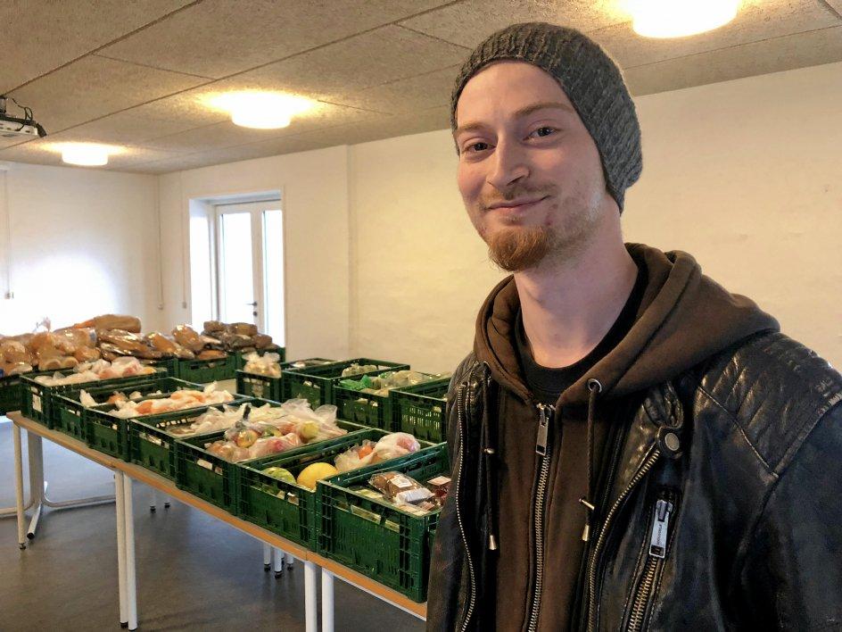 Der er både etiske og praktiske grunde til, at danskerne er blevet bedre til ikke bare at smide mad ud. I Silkeborg er der god gang i butikken, når lokale supermarkeder donerer madvarer, som tidligere endte i affaldscontaineren.