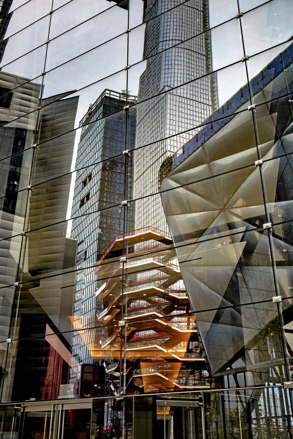 På Manhattan i USA er skyskrabere mere reglen end undtagelsen. Alligevel er kritikken haglet ned over de sjælløse glaspaladser og bygningsskulpturer i kvarteret Hudson Yards. -