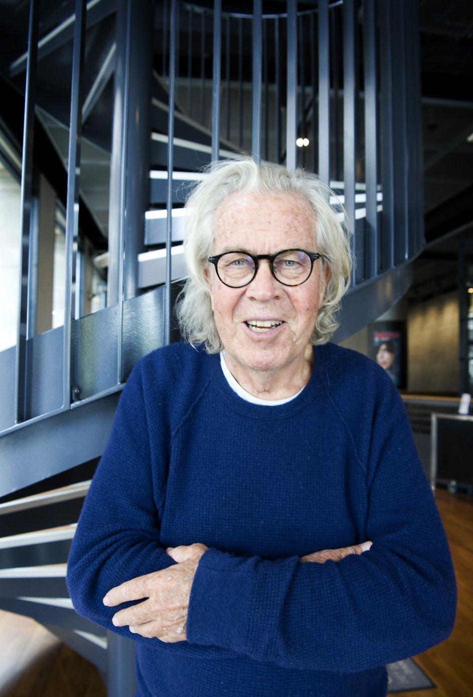 Jørgen Leth, filminstruktør, forfatter,kommentator og meget mere. Fotograferet på DFI Cinemateket i forbindelse med udgivelsen af hans digtsamling.