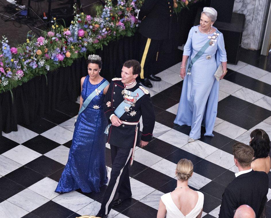 Prins Joachim og Prinsesse Marie ankommer sammen med Prinsesse Benedikte til gallataffel på Christiansborg Slot i anledning af kronprinsens 50 års fødselsdag, lørdag den 26. maj 2018.. (Foto: Henning Bagger/Ritzau Scanpix)