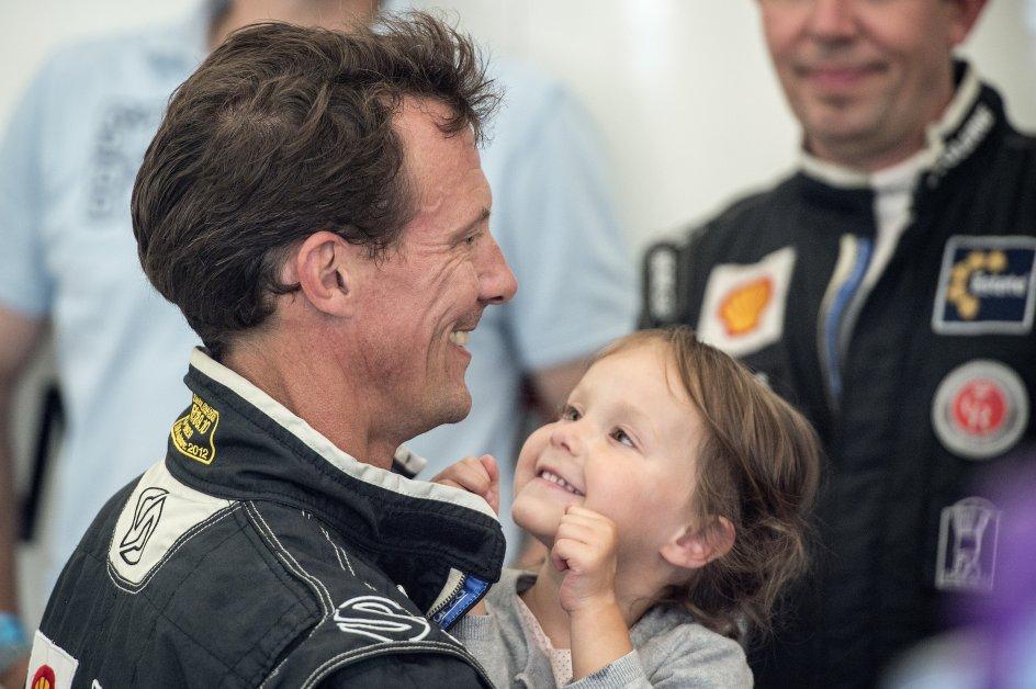 Racerløb - Historisk Grand Prix 2015 på Bellahøj. CHGP er et racerløb der afvikles en gang årligt på Bellahøj i København. Hans Kongelige Højhed Prins Joachim sammen med hans datter Prinsesse Athena