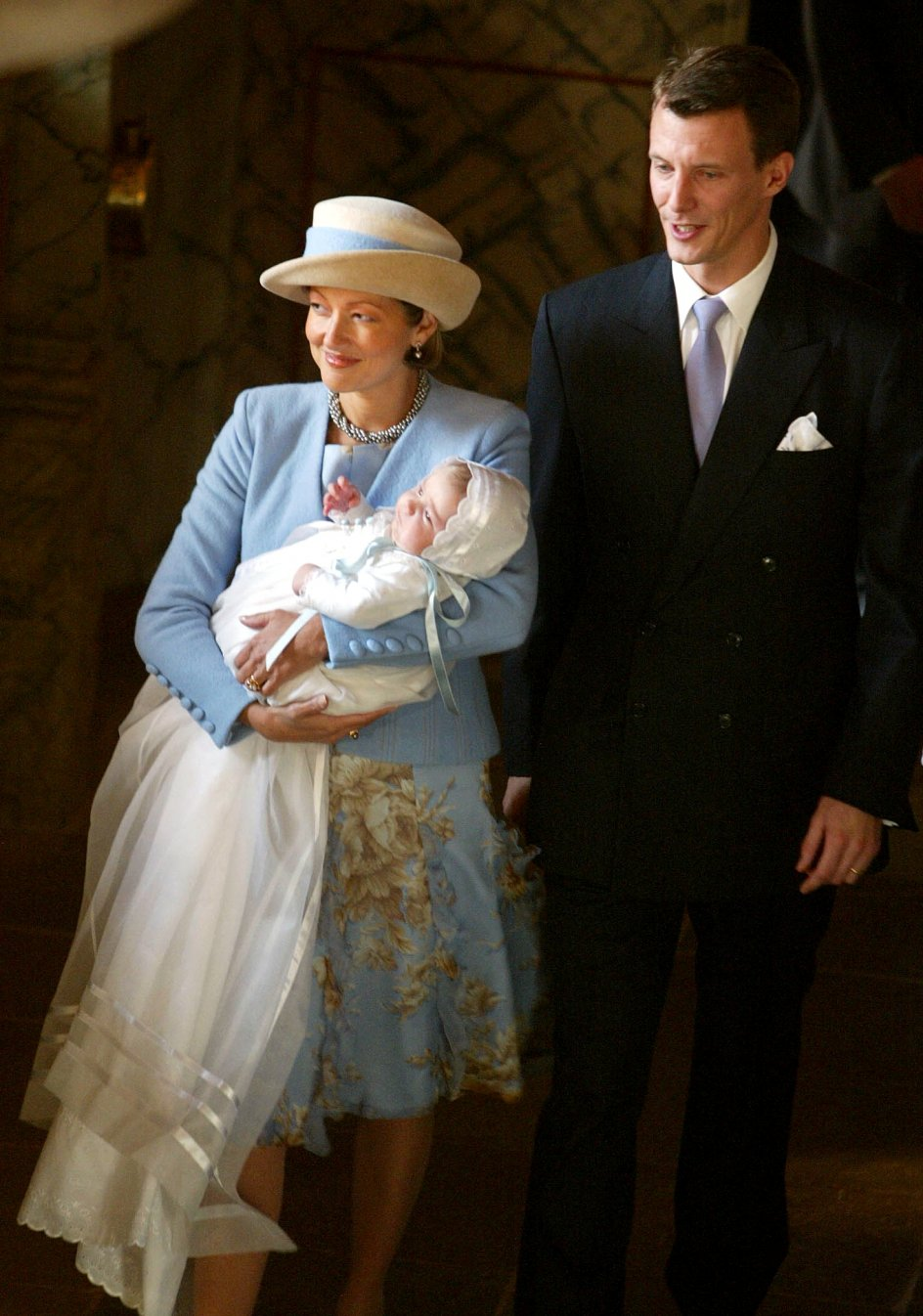 Prinsesse Alexandra med prins Felix og prins Joachim til barnedåben i Møgeltønder kirke.