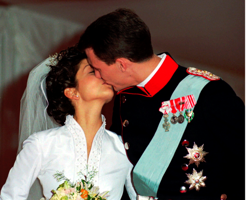 Prins Joachim og prinsesse Alexandra bliver gift i Frederiksborg Slotskirke i 1995.
