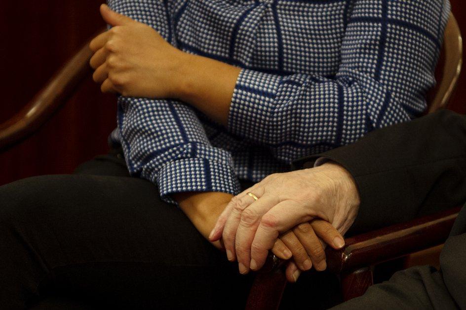 """Det respektfulde og dybe venskab mellem Bent Melchior og Özlem Cekic er en god historie og udgangspunktet for bogen """"Brobyggere. Özlem Cekic og Bent Melchior"""". – Foto: Mikkel Møller Jørgensen."""