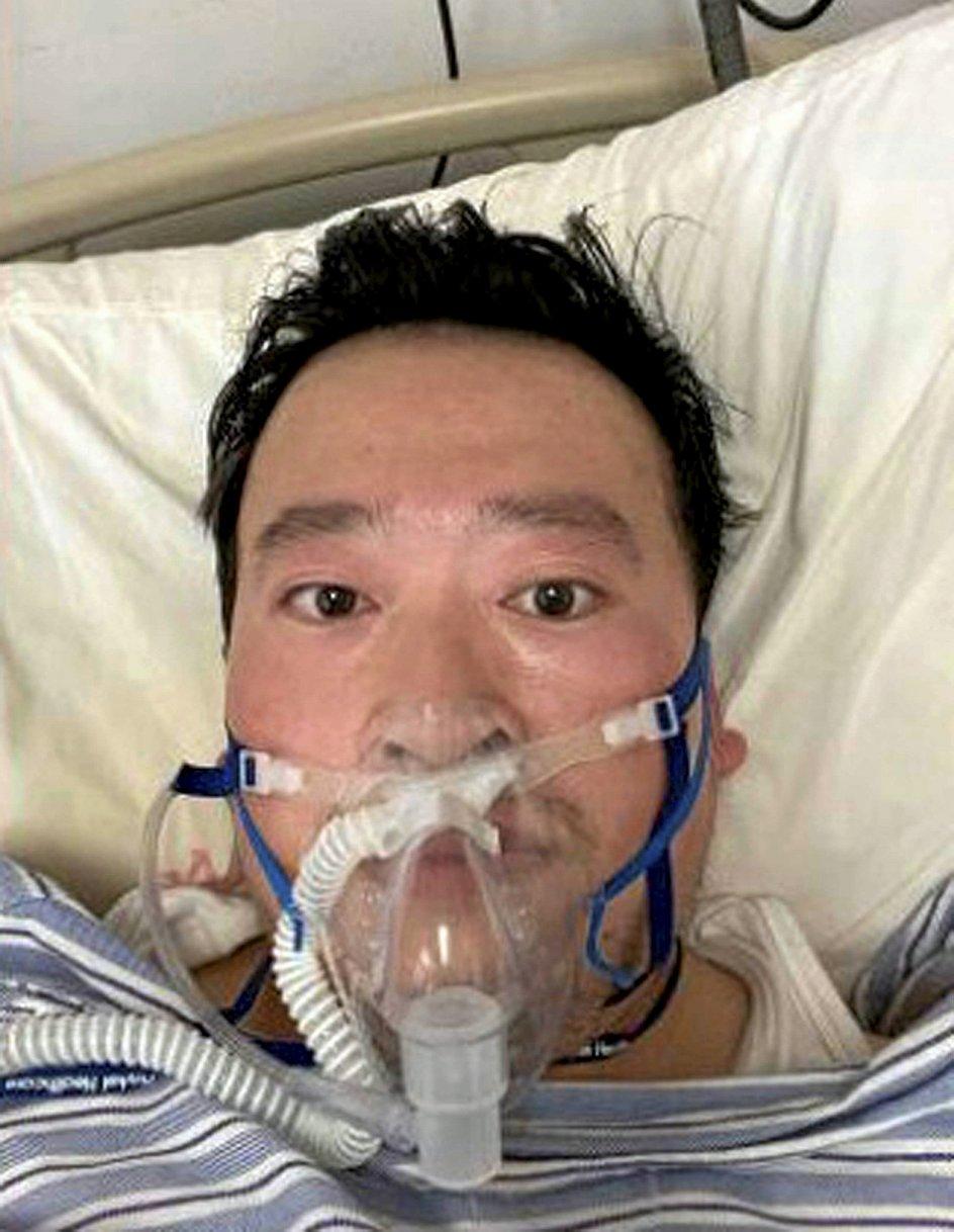 Li Wenliang lagde selv dette billede ud på sociale medier efter at være blevet diagnosticeret med coronavirussen, som han få uger forinden havde advaret både kolleger og myndigheder om. – Foto: Li/Ropi via Zuma Press/Ritzau Scanpix.