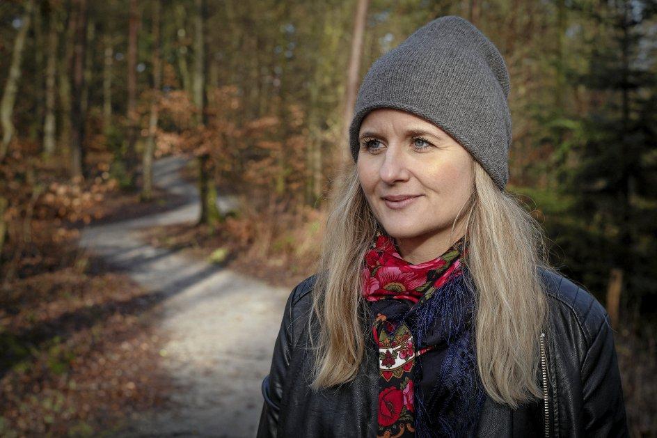 """""""Jeg har et opstandelseshåb, som jeg ikke er så formuleret omkring. Jeg fatter det ikke, men jeg tror det, og jeg tror, at det er der, sangene tager over for mig,"""" siger sangskriveren Marianne Søgaard. – Foto: Bo Amstrup/Ritzau Scanpix."""