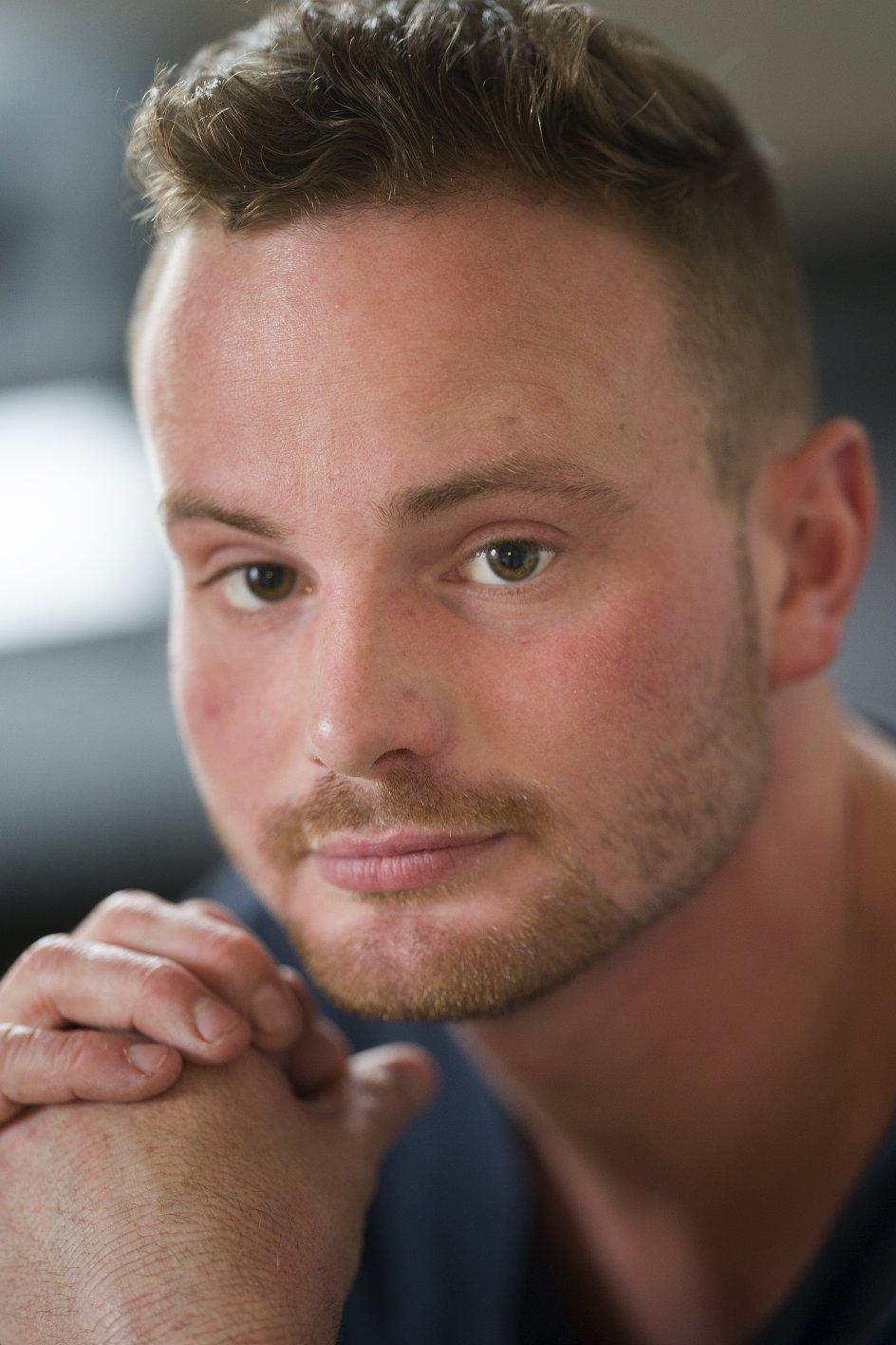 """""""Jeg er helt med på, at det var nødvendigt at tage hjem,"""" siger Lukas Bruggisser, der siden hjemrejsen fra Spanien har været i sin ungdomsbolig i Aarhus. – Foto: Niels Åge Skovbo/Fokus Foto."""