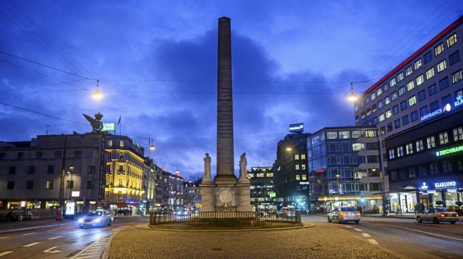 Frihedsstøtten på Vesterbrogade ved Københavns Hovedbanegård er en 20 meter høj obelisk rejst til minde om stavnsbåndets ophævelse ved landboreformerne fra 1788. Foto: Christian Lindgren/Ritzau Scanpix