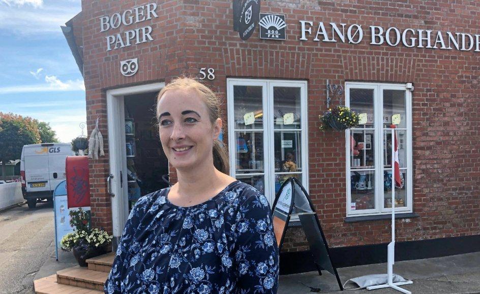 Karina Haldan har arbejdet i Fanø Boghandel, siden hendes forældre købte butikken for 10 år siden. – Foto: Daniel Øhrstrøm.