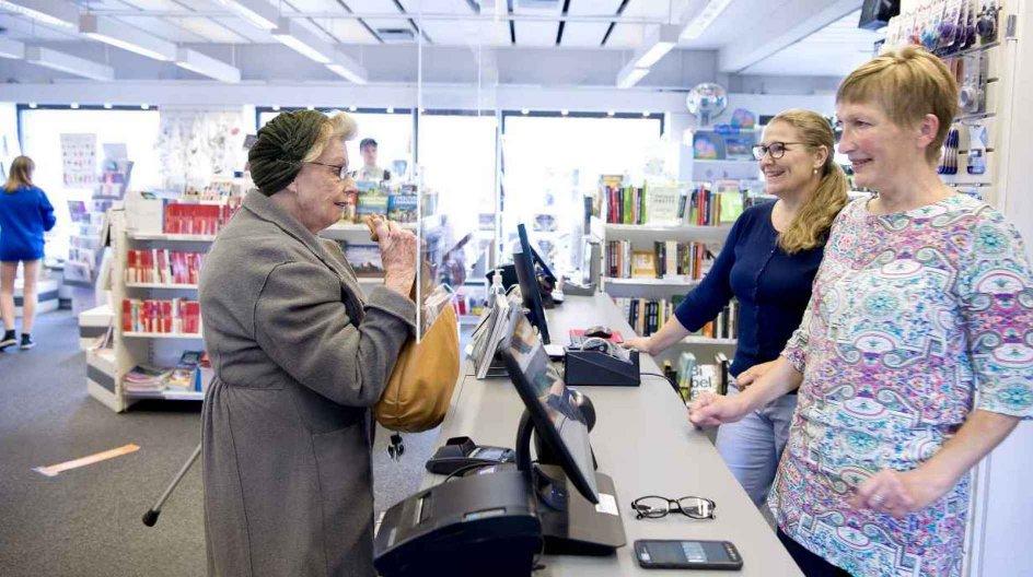 """Litteraturudvalget i """"Fredensborg Boghandel - En andelsbutik"""" er bredt med alt fra en udførlig krimiafdeling til klassiske romaner og selvbiografier af skuespillere. – Alle fotos: Leif Tuxen."""