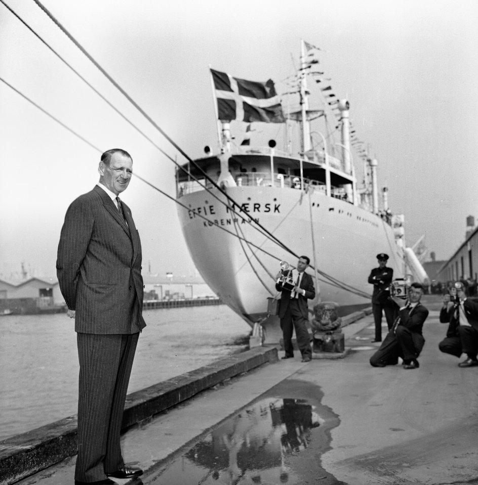 Nederst: Kong Frederik IX foran et skib fra rederiet Maersk, der er det klare nutidige udtryk for, at Danmark stadig bærer på en stor søfartstradition. – Foto: Allan Moe/Ritzau Scanpix.