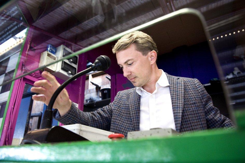 Morten Messerschmidt driver Bakkens Hvile sammen med sin hustru, Dot. Han er vild med både opera og Flemming 'Bamse' Jørgensen.