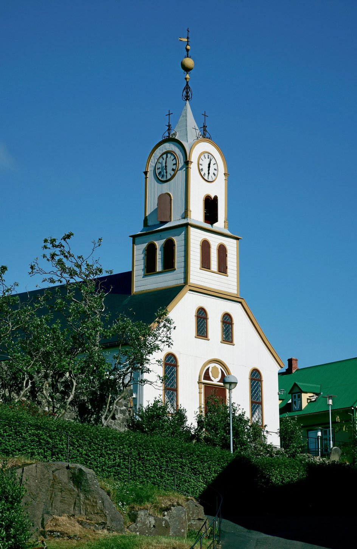 Der aflægges besøg i adskillige kirker heriblandt øernes Domkirke i Tórshavn, Havnar Kirkja. – Privatfoto.