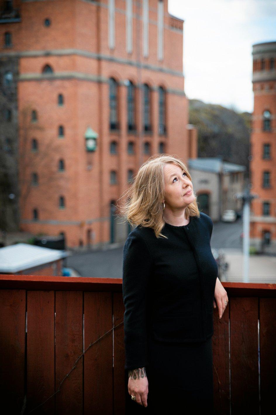 """""""Når man suspenderer etikken i revolutionens navn, svækker man i sidste ende den gode sag,"""" mener journalist og forfatter Åsa Linderborg, der spillede en central rolle i Aftonbladets dækning af MeToo i Sverige. En dækning, som siden har modtaget hård kritik, efter at en teaterdirektør, avisen skrev om, begik selvmord."""