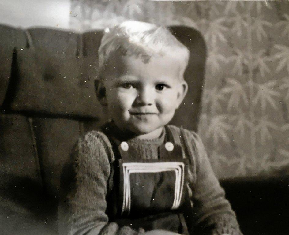 Niels Frandsen blev indlagt med polio i 1952, da han var ét år og blev på hospitalet i mere end tre år. En dyb følelse af forladthed har lejret sig i ham fra dengang – og er vakt til live af corona i dag. Her er han cirka tre år. – Privatfoto.