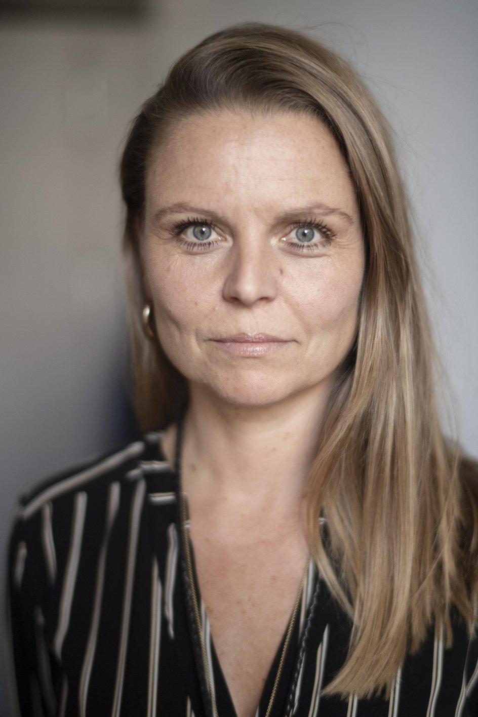Lotte Blicher Mørk, født i 1973, er præst på Rigshos-pitalet og forfatter. – Foto: Julie Meldhede Kristensen.