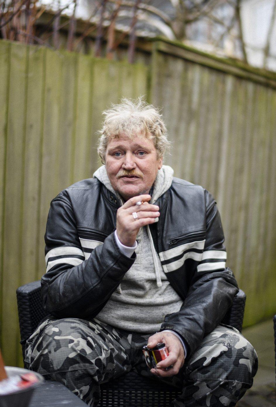 Andrew Juk Kristensen har været musiker i Aarhus. I dag er han førtidspensionist, og han har netop mistet sin hustru gennem 36 år.