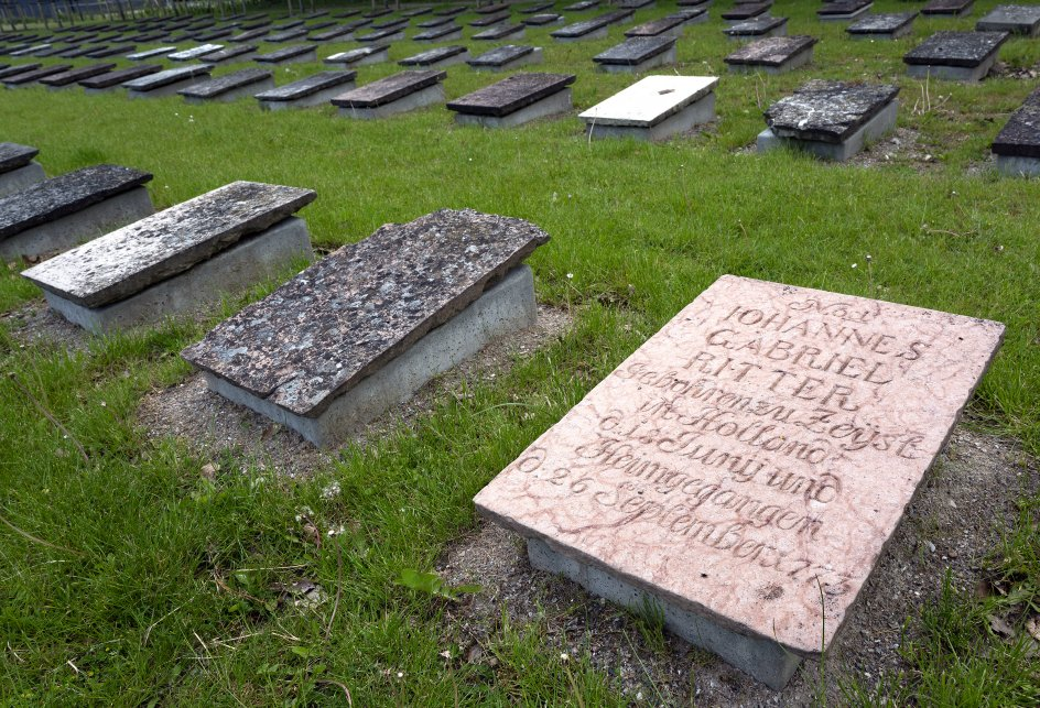 En spæd dreng blev som den første lagt her af Brødremenigheden, kun få måneder efter, at medlemmerne begyndte at bygge deres helt egen by på kongsgården Tyrstrups marker syd for Kolding.