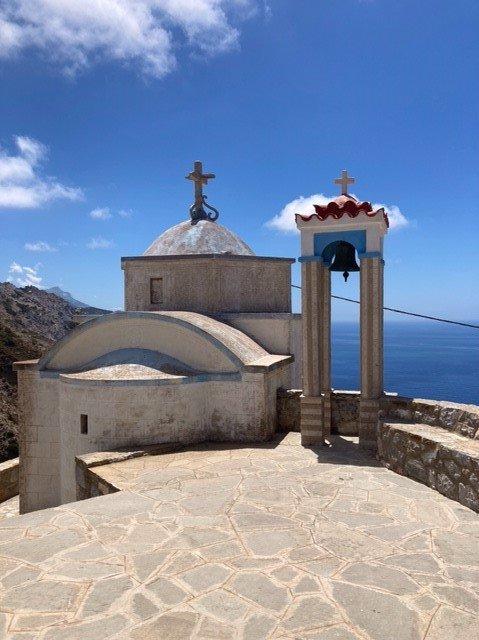Dette foto forestiller en lille kirke i bjerglandsbyen Olympos på den græske ø Karpathos.