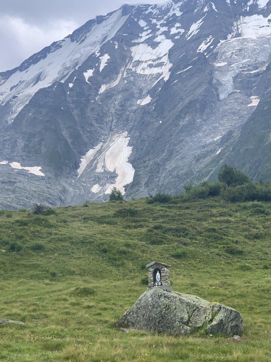 På vandring rundt om Mont Blanc mødte Ingrid Grønbæk denne Madonna figur. Foto: Ingrid Grønbæk