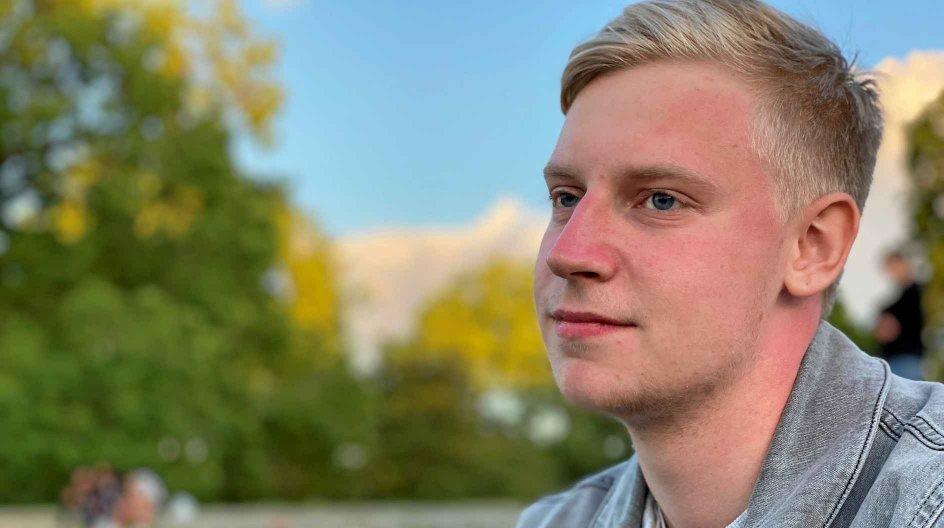 I 2015 blev Mathias Nicolaisen konfirmeret i Ansgarkirken af Thomas Gotthard. Han havde et godt forhold til præsten, som bekræftede konfirmanden i sin tro. I dag har drabssigtelsen fået ham til at reflektere over sit forhold til kirken.
