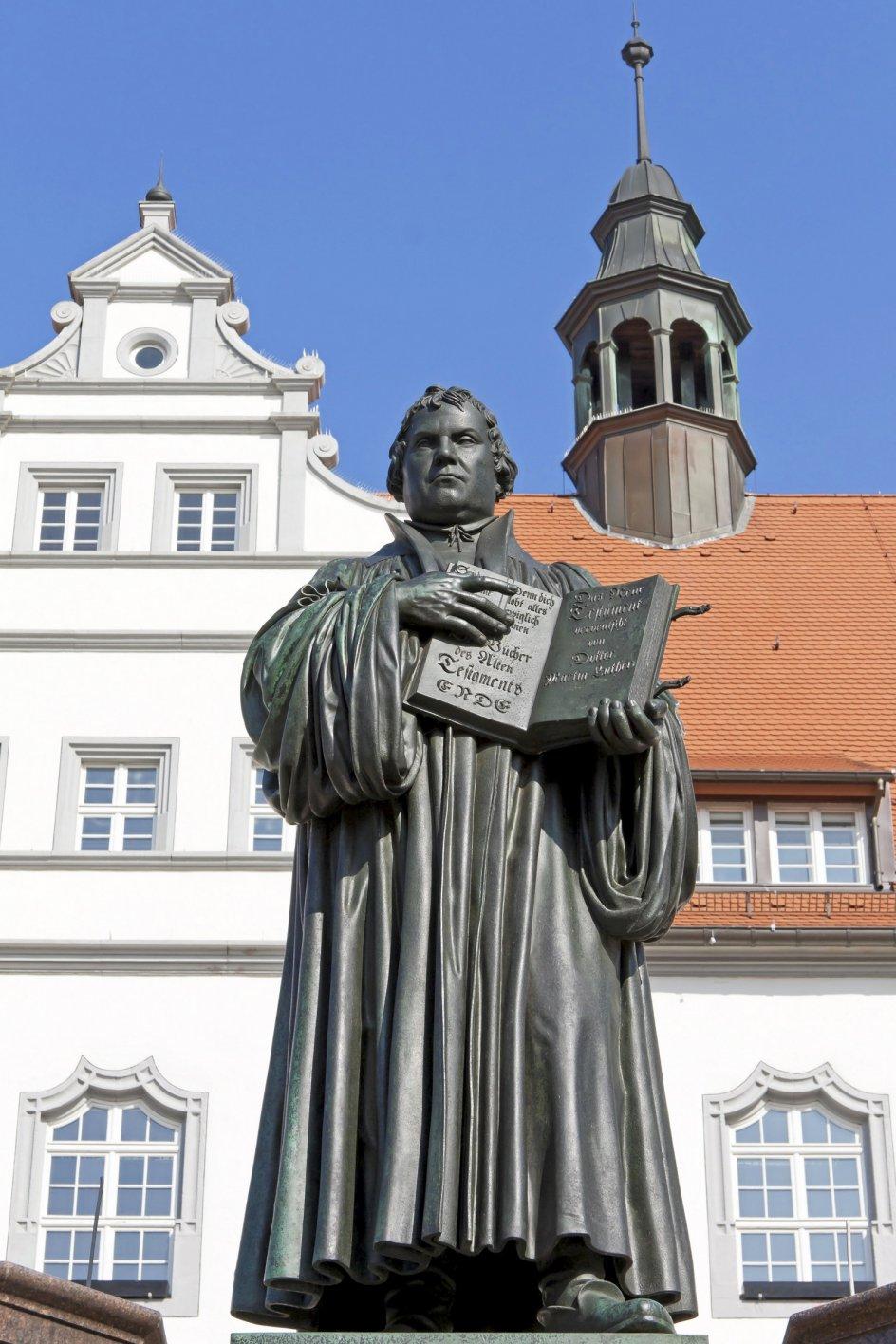 På denne læserrejse går vi i Luthers fodspor og fordyber os i hans liv og tanke.