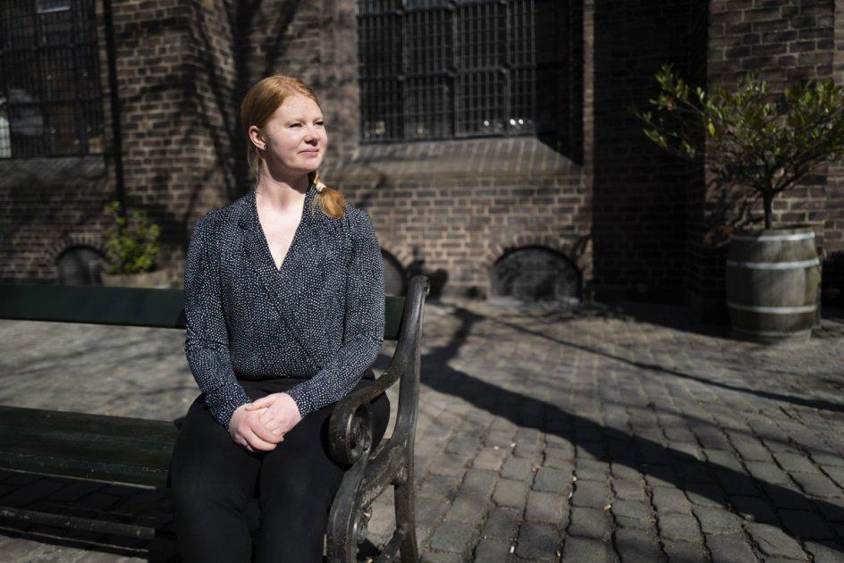 Louise Heldgaard Bylund er ph.d. ved Aarhus Universitet. I sit arbejde med sin afhandling om børnebibler har hun fundet ud af, at Johannes Møllehave på mystisk vis de seneste 15 år har været angivet som forfatter til en børnebibel, han ikke selv har skrevet.