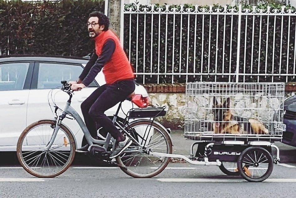 """Sébastien Soules har altid elsket cyklen, der nu er også er blevet hans arbejdsredskab som cykelbud. """"Uden denne mulighed havde jeg ikke kunnet tjene penge overhovedet,"""" siger den uddannede operasanger. – Privatfoto."""