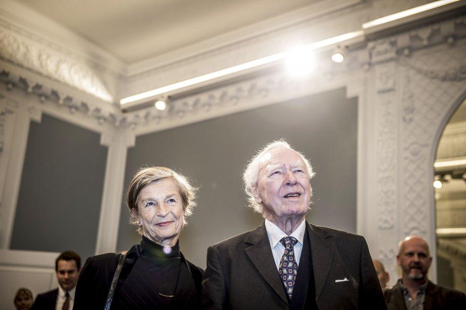 """Poul Schlüther med sin hustru Anne Marie Vessel Schlüter under bogreception i Statsministeriet, da bogen """"Statsministrene"""" udkommer i november 2017."""