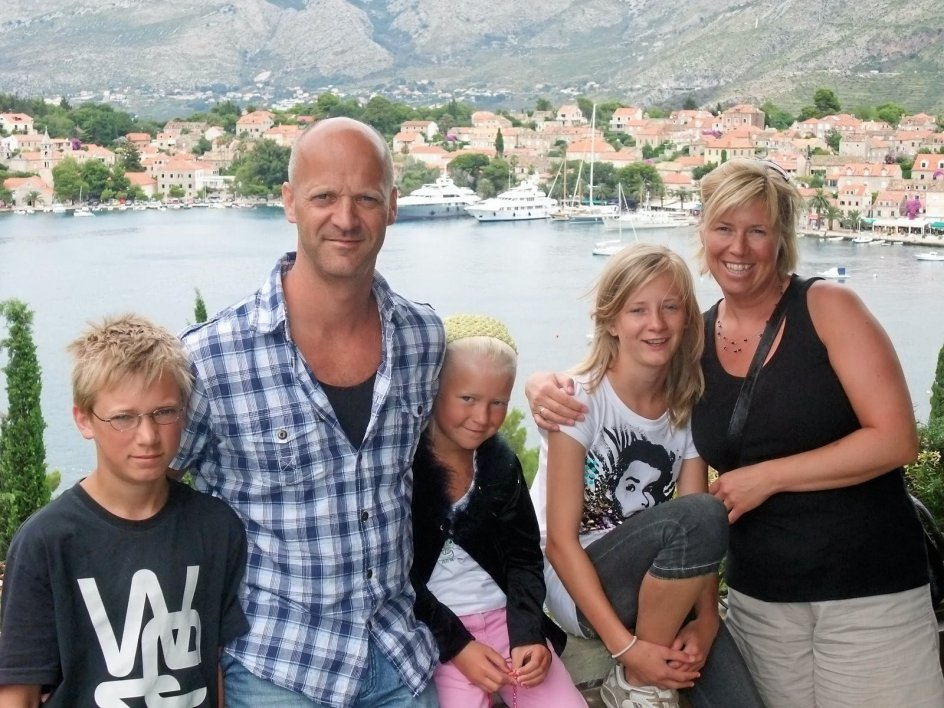 Hele familien Okkenhaug – Emil, Arne, Maria, Oda og Ann Mari – på ferie i Kroatien i 2009 to år før den fatale sommer.