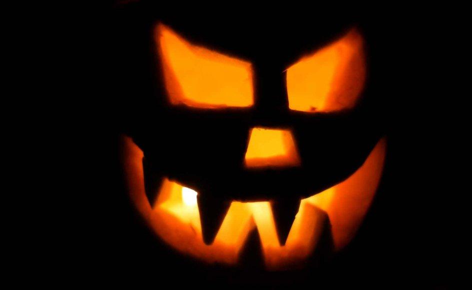 Frygten for kombinationen af fredag og den 13. stammer formentlig fra 1940'ernes USA, hvor populærkulturen dyrkede uheld, gys og gru, der også er lagt ind i halloween-fejringerne om få uger.