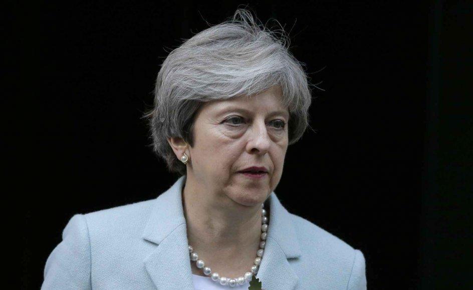 Premierminister Theresa Mays lederskab har været alt andet end stærkt og stabilt, og det påvirker forhandlingerne med de øvrige 27 EU-lande om Brexit, som i går gik ind i sin sjette runde i Bruxelles.