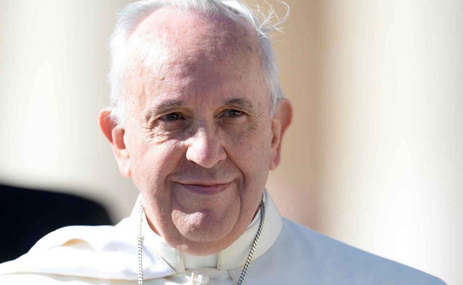 Nummer 266 i paverækken, pave Frans, har vist sig mere reformvenlig end mange af sine forgængere. Nu lyder spørgsmålet om han kan blive manden, som kommer til at gøre op med cølibatet og dermed tillade præster at gifte sig og få børn? Paven har selv udtalt, at cølibatet ikke er et dogme.