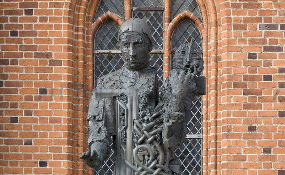 Hein Heinsens statue af den franske munk Ansgar foran Ribe Domkirke. Foto: Jens Christian Top / Scanpix