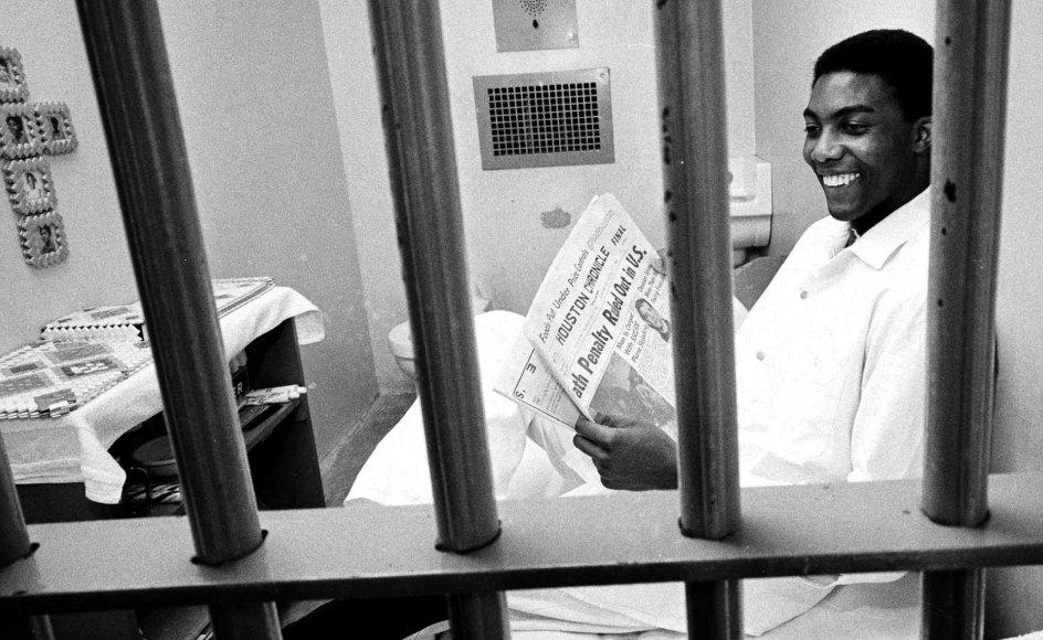 Den dødsdømte Elmer Branch var glad, da han i avisen den 29. juni 1972 kunne læse om, at USA's Højesteret havde afskaffet dødsstraf. Det varede dog kun til 1976, hvor man genoptog praksissen. Siden da er 1.080 amerikanere blevet aflivet i fængslerne, flest i delstaten Texas.