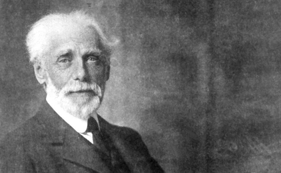 For Henrik Pontoppidan var skrivearbejdet altid en fortløbende proces: Altid følte han sig undervejs, altid bestræbte han sig på at blive klogere på sig selv og sin omverden.